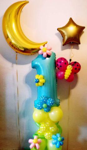 1 urodziny dziecka zsługują na piękną dekorację. Cyfra 1 plus gwiazdka i księżyc z helem
