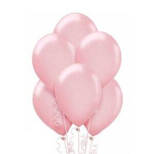 Balon w odcieniu jasnego różu napompowany helem