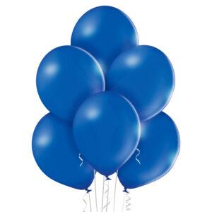 Balony w kolorze królewskiego niebieskiego